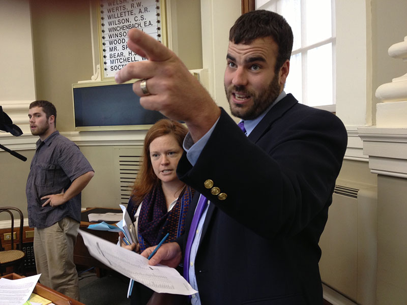 House Democratic Whip Jeff McCabe, D-Skowhegan, counts votes in the well of the House of Representatives with Majority Office staffer Kate Simmons before a vote Wednesday to override Gov. Paul LePage's veto of the state budget.