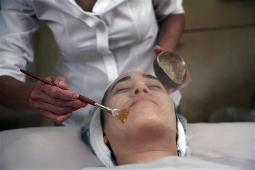 Salon owner Shizuka Bernstein gives what she calls a Geisha Facial to Mari Miyoshi at Shizuka New York skin care in New York recently. The facial is a traditional Japanese treatment using imported Asian nightingale excrement mixed with rice bran.