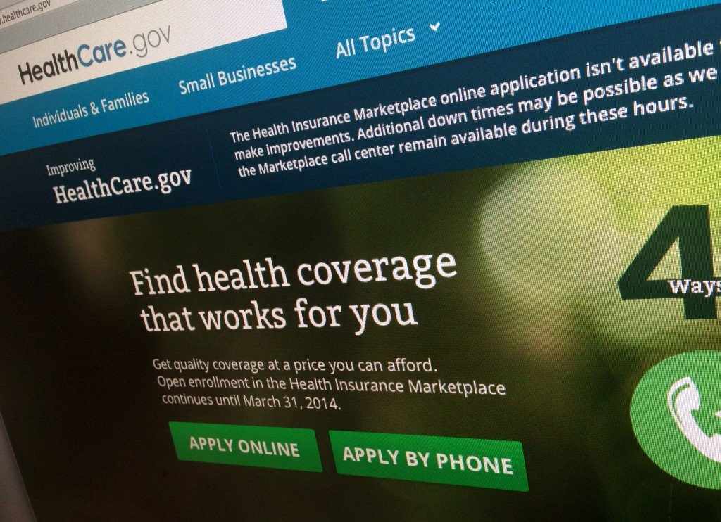 White House spokesman Jay Carney said HealthCare.gov, the federal site serving 36 states, got 375,000 visitors by noon Monday.