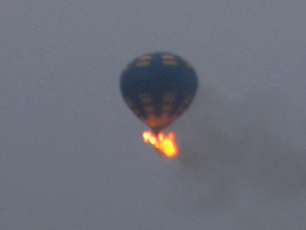 A hot-air balloon caught fire and crashed in Virginia on Friday night after hit a power line.