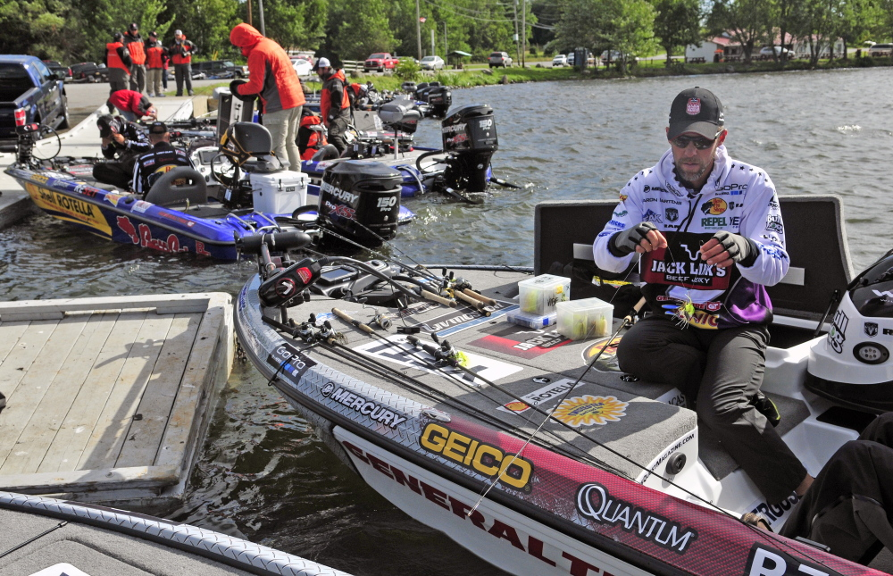 Central maine lakes draw major league fishing anglers for for Fishing jobs in maine