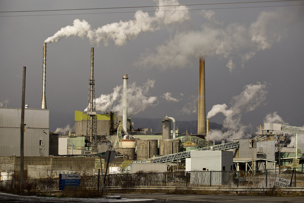 The NewPage paper mill in Rumford would be spun off under a deal for Verso to buy NewPage.