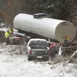 A tractor trailer and a pickup truck were involved in an accident in the southbound lane of the Maine Turnpike in Arundel on Friday, January 9, 2015. Photo by Gregory Rec/Staff Photographer