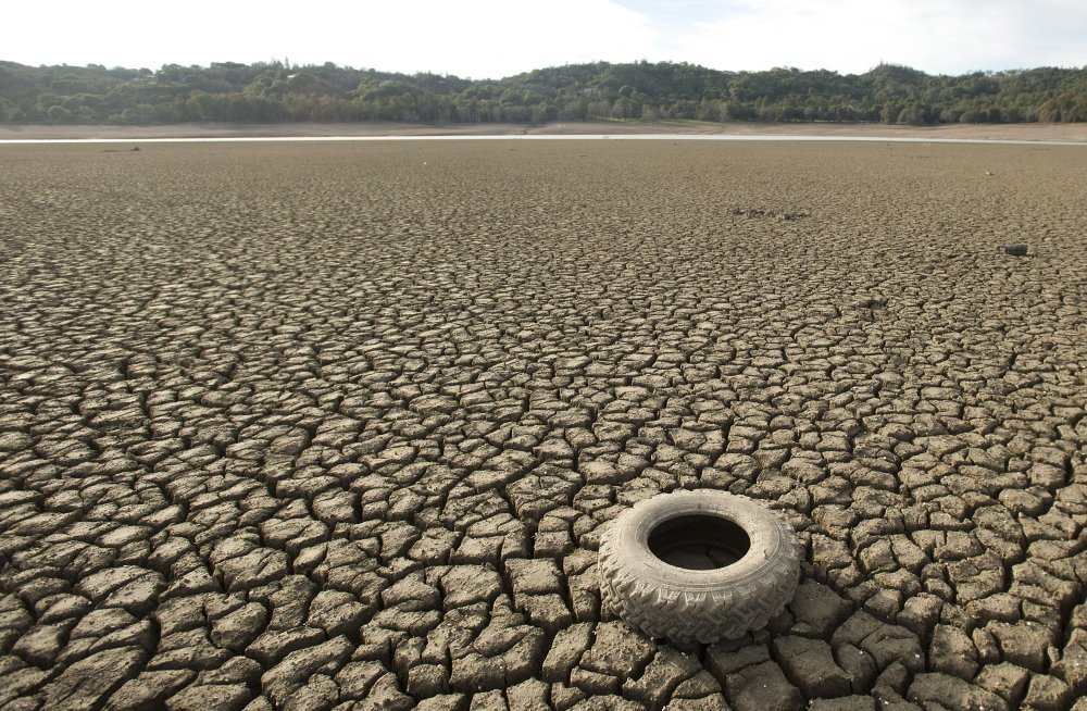 A tire rests on the dry bed of Lake Mendocino in California in February 2014. Some experts considered the drought a preview of the future of climate change. Reuters