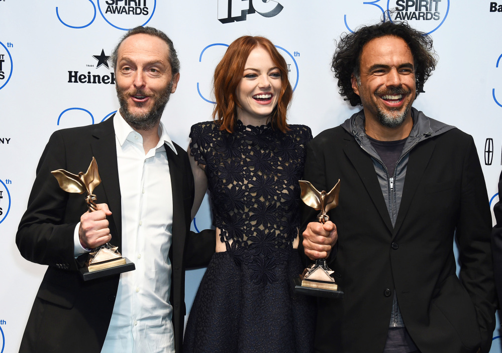 "Emmanuel Lubezki, from left, Emma Stone, and Alejandro Gonzalez Inarritu pose in the press room with the award for best feature for ""Birdman"" or (The Unexpected Virtue of Ignorance) at the 30th Film Independent Spirit Awards on Saturday, Feb. 21, 2015, in Santa Monica, Calif. (Photo by Jordan Strauss/Invision/AP)"
