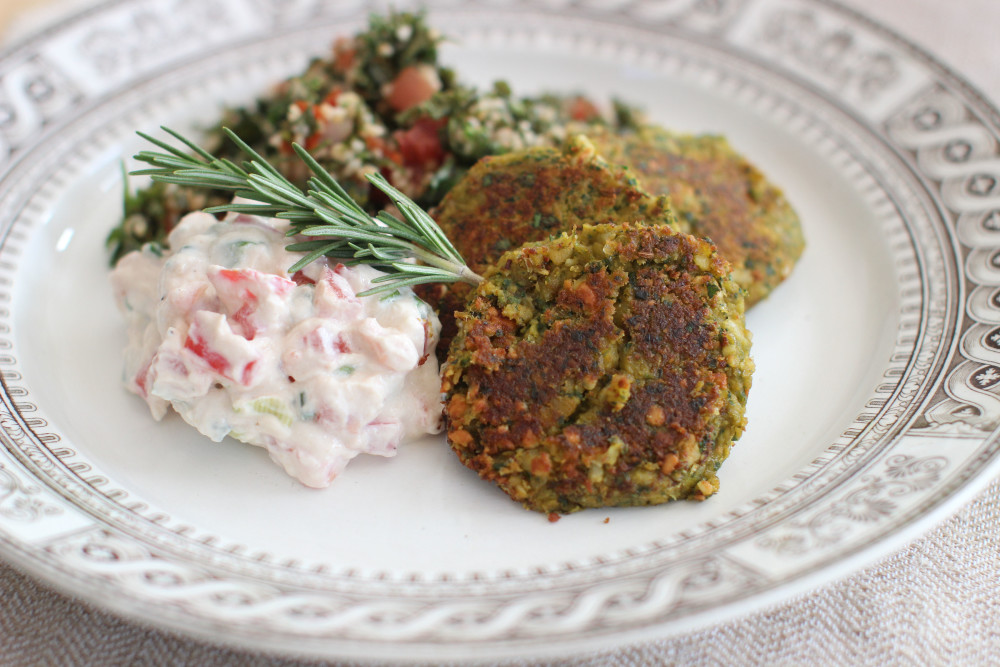 Spicy cashew falafel with tomato-tahini yogurt sauce