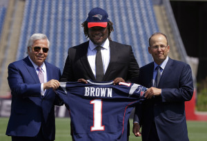 Defensive lineman Malcom Brown, the New England Patriots first round draft pick, center, poses with Patriots owner Robert Kraft, left, and Patriots president Jonathan Kraft on Wednesday at the team's facility in Foxborough, Mass.