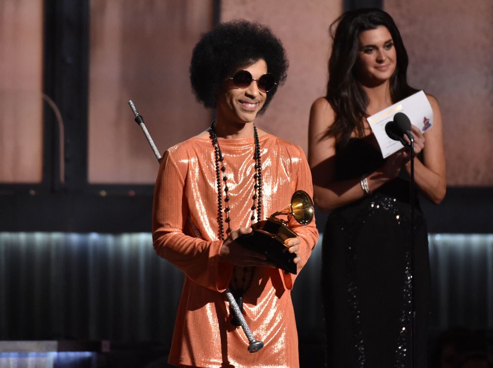 Prince has announced plans to perform at a concert in Baltimore following recent unrest in the city over the death of a man who was fatally injured in police custody.