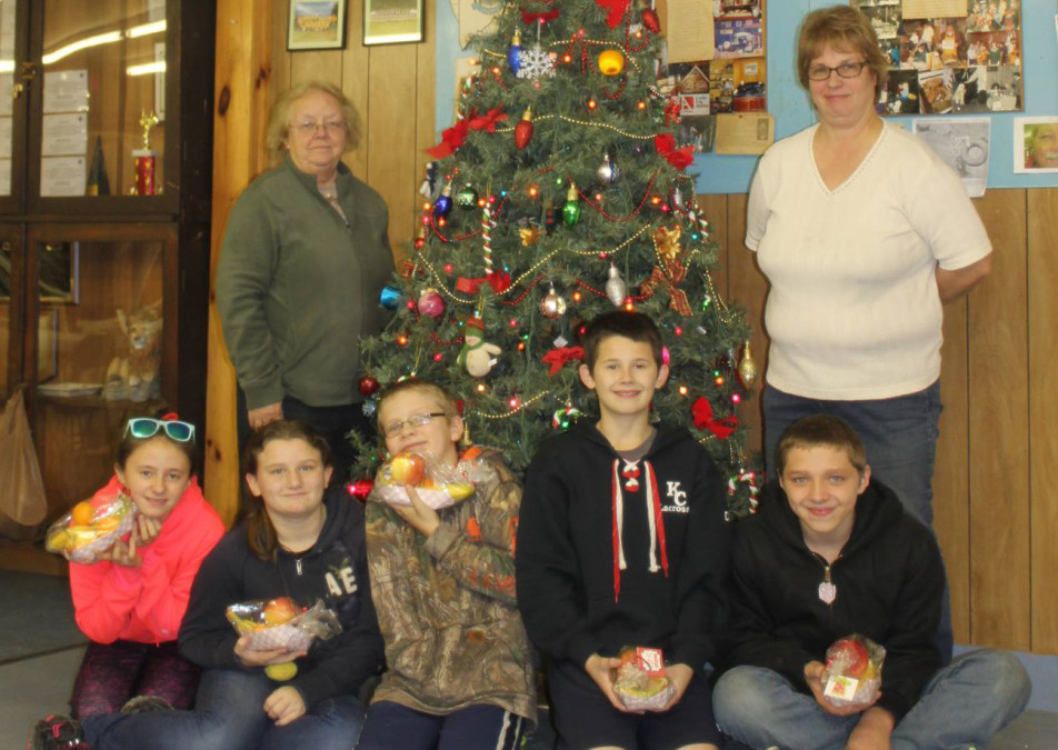 Manchester Community Church Youth Group leaders, from left, are Arlene Gagnon and Deb Maddox. Children, from left, are Alanna Bachelder, Genna Cirello, Jayden Burroughs, Michael Cirello and Dylan Burroughs.