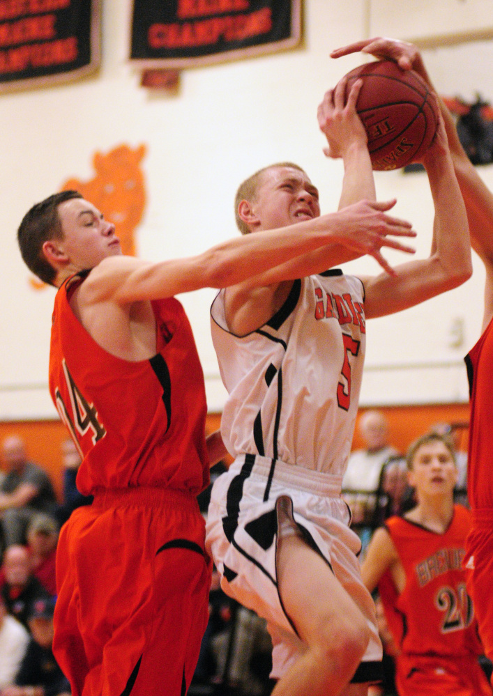 Brewer sophomore guard Kobe Rogerson, left, defends Gardiner sophomore guard Isaiah Magee on Friday in Gardiner.