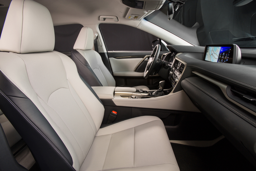 2016 Lexus RX 350 comforts, but doesn't innovate