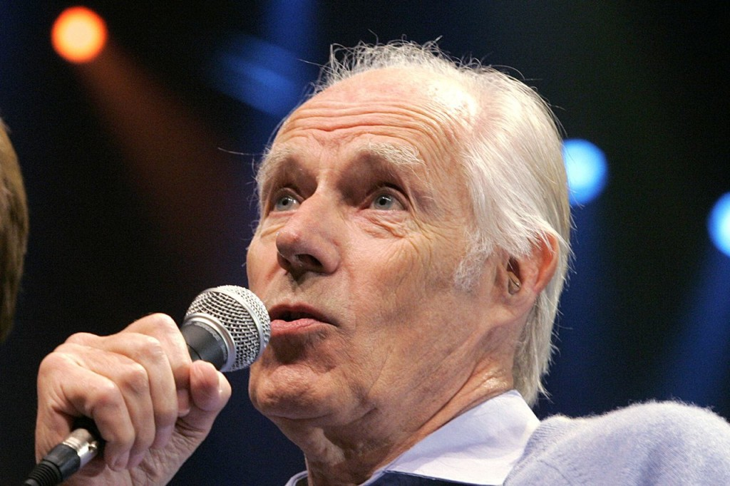 """Sir George Martin answers a question from the media after the sneak preview of a new Beatles-themed Cirque du Soleil show, """"Love,"""" in Las Vegas on May 24, 2006. The Associated Press"""