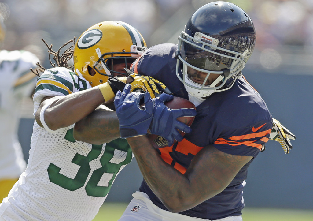 Chicago Bears tight end Martellus Bennett is pursued by Green Bay Packers cornerback Tramon Williams in this 2014 photo. The New England Patriots acquired Bennett from the Bears on Thursday, giving them another talented tight end to pair with All-Pro Rob Gronkowski. The Associated Press