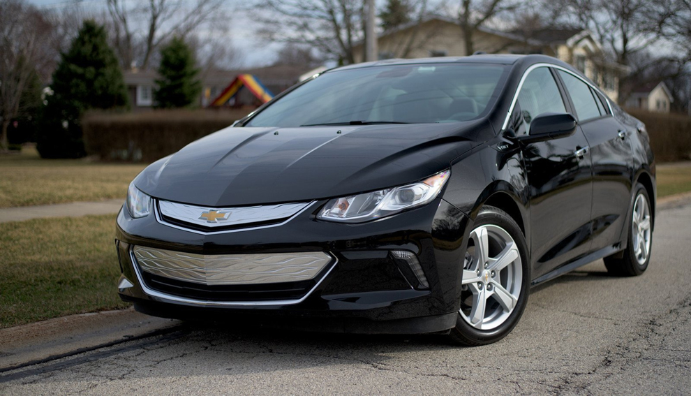 chevrolet volt plug in hybrid improves on predecessor central maine. Black Bedroom Furniture Sets. Home Design Ideas