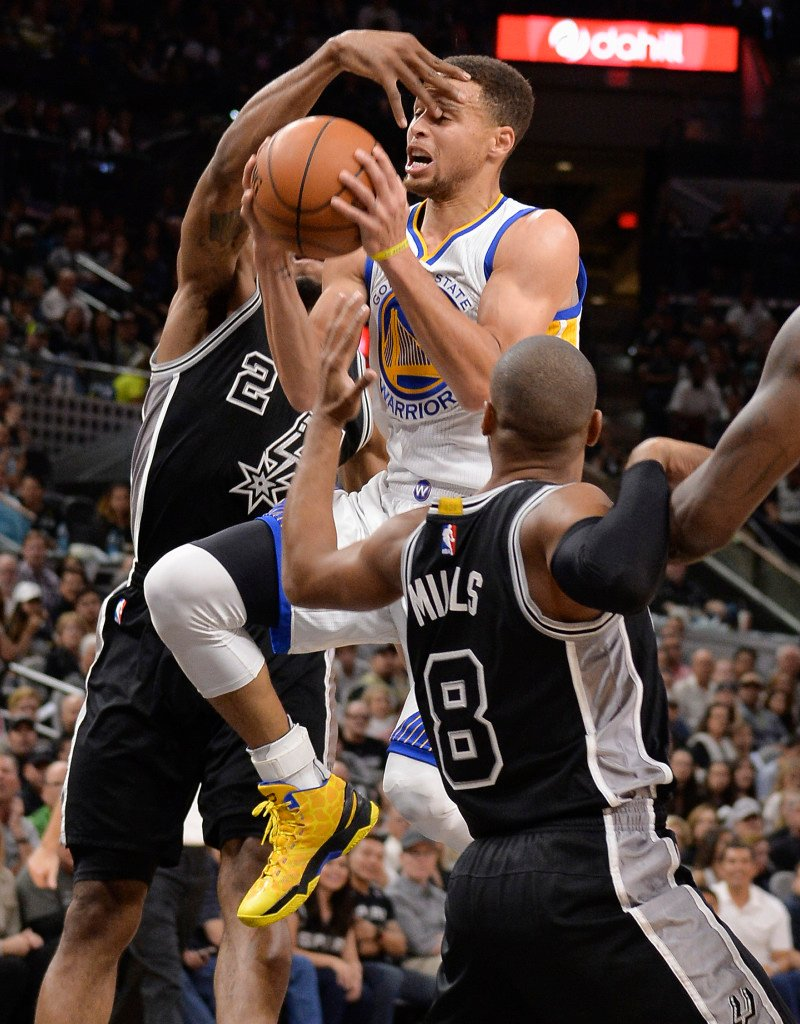 If Memphis is going to stop Golden State guard Stephen Curry on his way to a possible 73rd win Wednesday night, the Grizzlies might want to cover the star guard's eyes.   The Associated Press