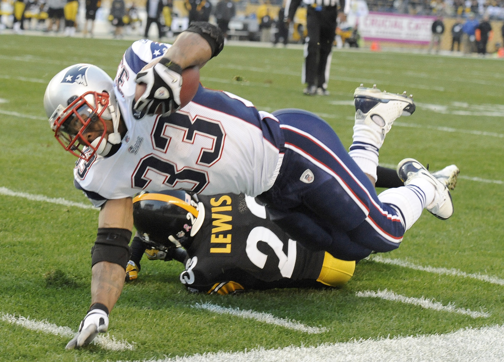 Kevin Faulk, who played 13 years for the Patriots, has been voted by fans into the Patriots Hall of Fame.