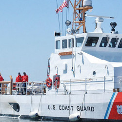 1280px-US_Navy_050719-N-9293K-009_The_U.S._Coast_Guard_cutter_USCGC_Blue_Shark_(WPB_87360)_arrives_at_its_new_homeport_of_Everett,_Wash