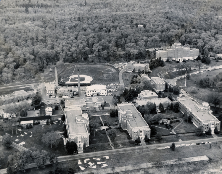 The Togus campus in 1973. The main hospital building, Building 200, is at top right. The baseball field at top left was torn down for parking lots.