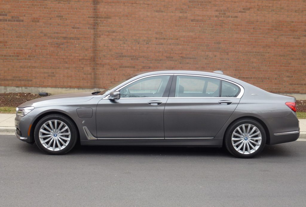 The 2017 BMW 740e xDrive's base price is $89,100.