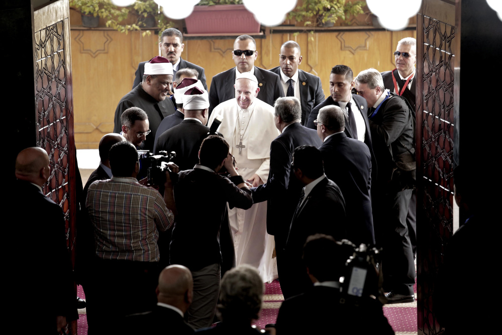Pope Francis arrives to meet with Sheik Ahmed el-Tayyib, Grand Imam of Al-Azhar Mosque, in Cairo on Friday