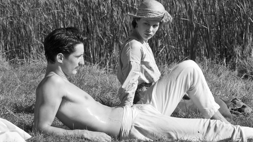"""Pierre Niney, left, and Paula Beer in a scene from """"Frantz."""""""