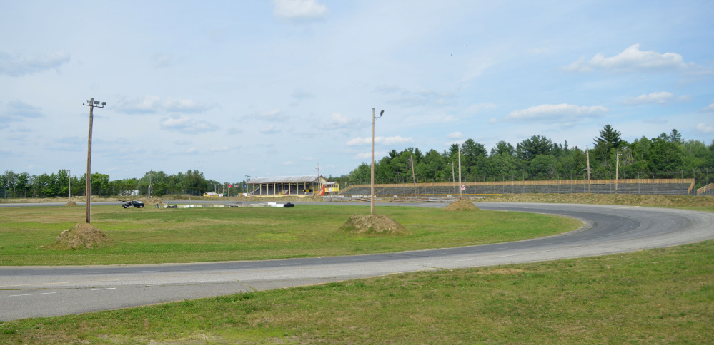 Unity Raceway will replace its asphalt track with dirt beginning in the spring 2018.