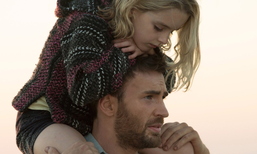 Mckenna Grace on the shoulders of Chris Evans in