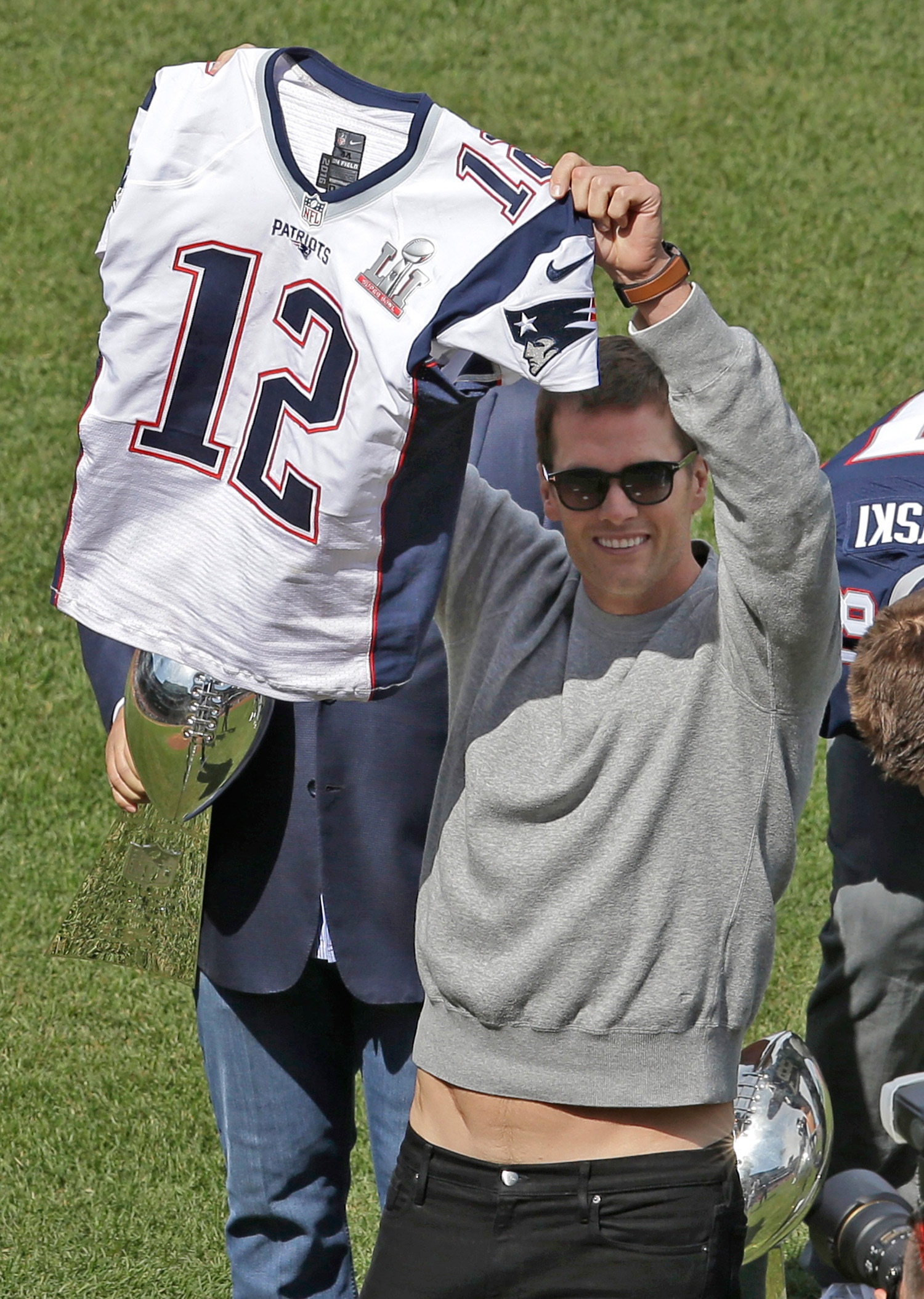 Gronk steals Brady's jersey - Kennebec Journal and Morning Sentinel