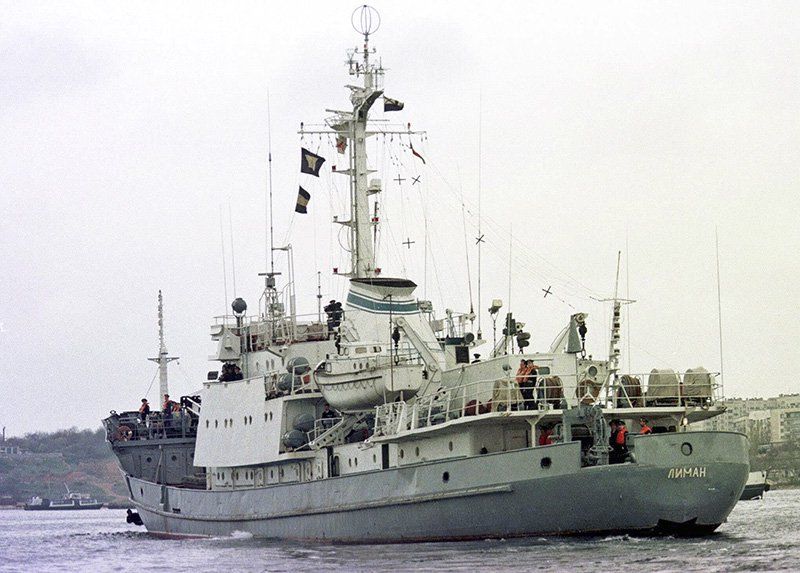 The Russian Navy reconnaissance frigate Liman leaves the Black Sea fleet's base at Sevastopol, Crimean peninsula, in 1999.