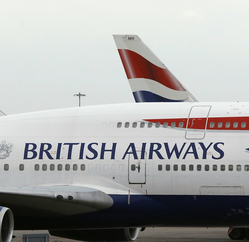 A failure of British Airways computer systems on Saturday morning threw the plans of tens of thousands of travelers into disarray over the holiday weekend.