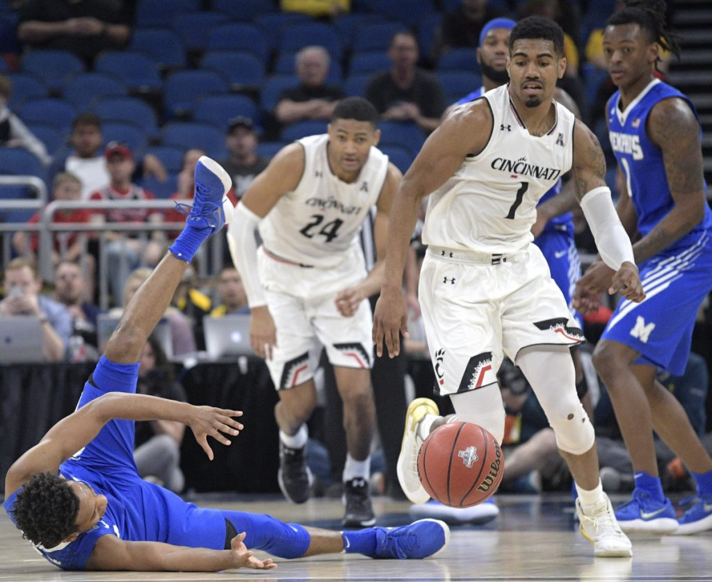 Jamal Johnson, left, of Memphis loses control of the ball in front of Jacob Evans of Cincinnati during the second half of Cincinnati's 70-60 victory Saturday in an American Athletic Conference semifinal.