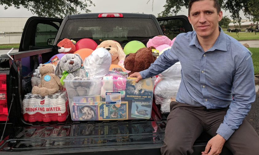 Zak Ringelstein, Democratic candidate for U.S. senator from Maine, tried to deliver toys and books to children being held in detention in McAllen, Texas, on Friday before he was arrested.