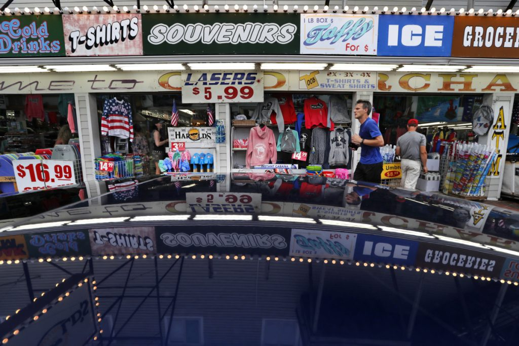 A souvenir shop attracts tourists in Old Orchard Beach. Canadians may be angry about President Trump's insults and tariffs, but it doesn't seem to be taking a toll on tourism. In Old Orchard Beach, popular with Canadians from Quebec, innkeepers report that tourism remains strong.