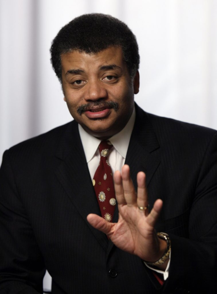 After taking in some of the latest exhibits in pop culture that Comic-Con has to offer, organizers say fans can unwind with a beer and wine tasting with Neil deGrasse Tyson.