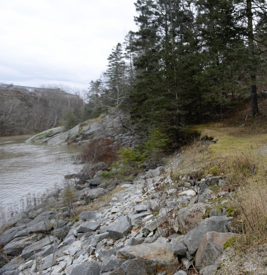 The federal government is recommending improvements to two dams on The Union River in Ellsworth to try to cut down fish die-offs.