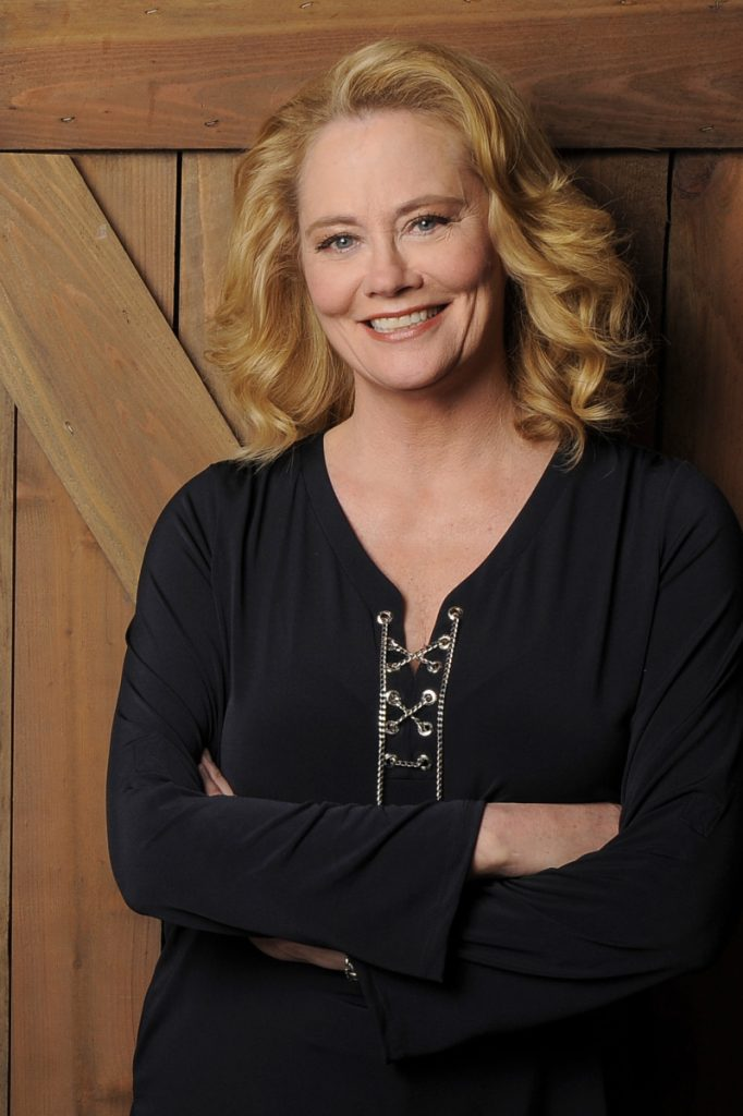 Cybill Shepherd says rejecting CBS chief Les Moonves' flirtation cost her her sitcom.
