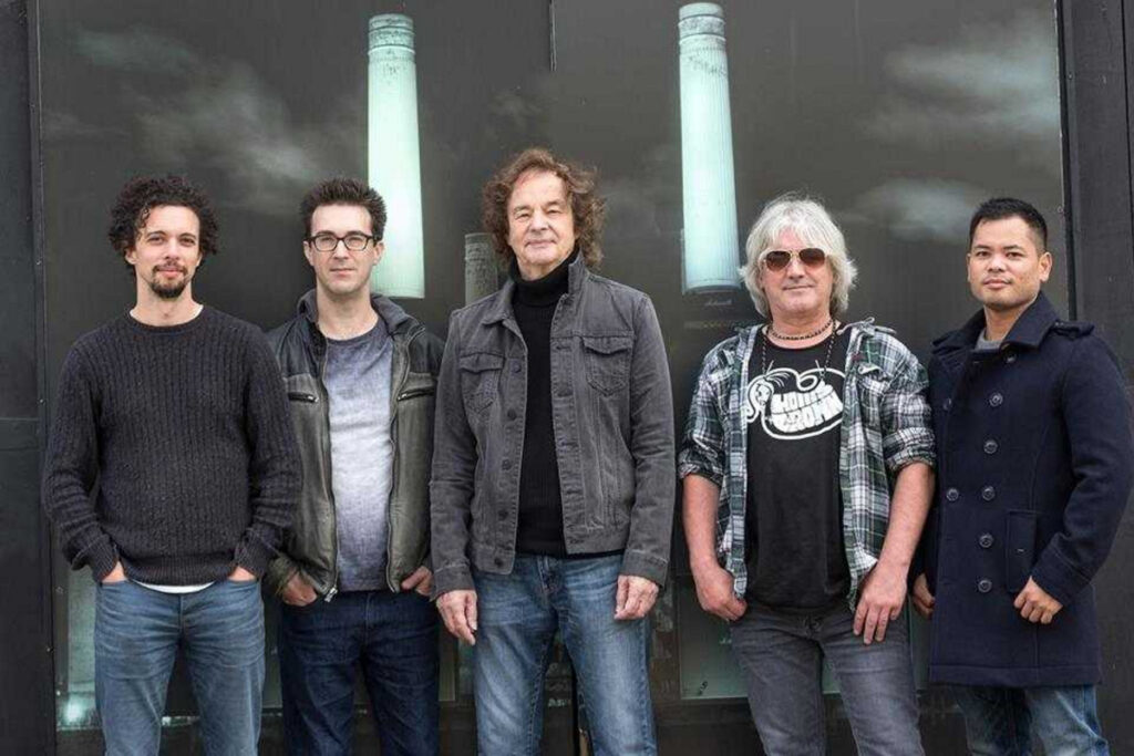 Colin Blunstone and his solo band.
