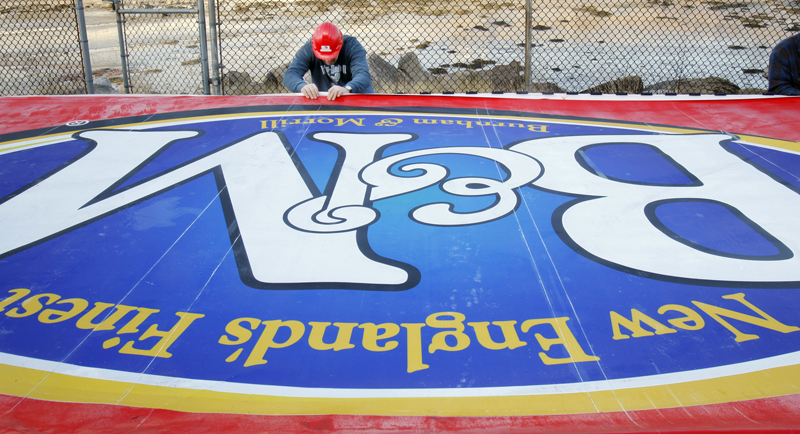 Keith Noyes puts the finishing touches on the new B&M Baked Beans sign in Portland today. The sign is due to be lifted and installed atop the B&M Baked Beans plant this afternoon.