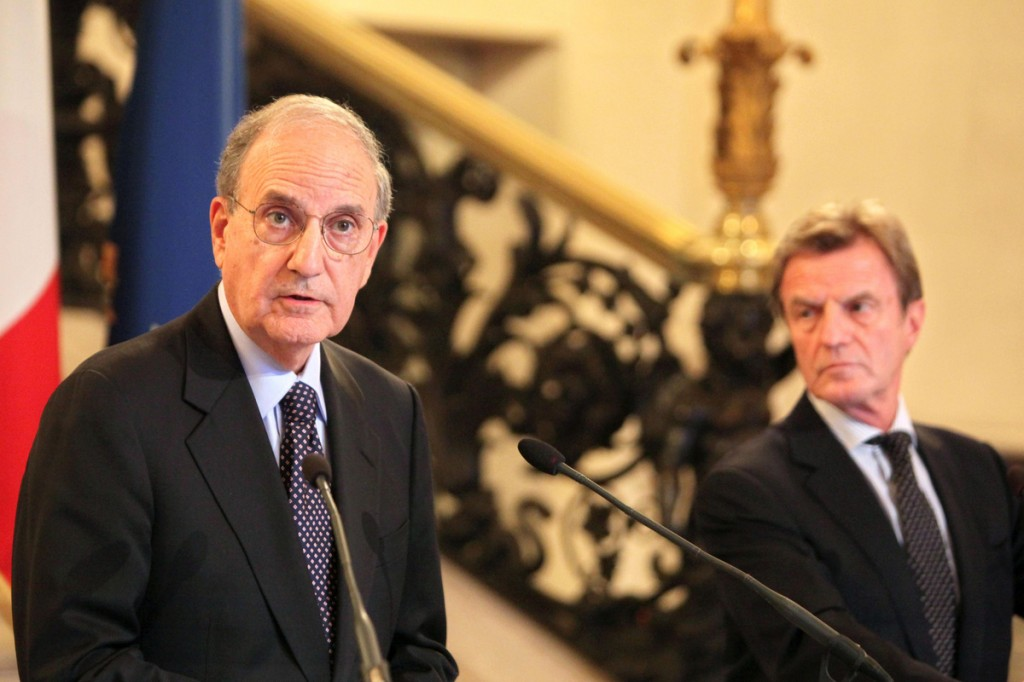 The U.S. special envoy for Mideast peace, George Mitchell, left, and French Foreign Minister Bernard Kouchner speak at a news conference after a meeting in Paris on Saturday.