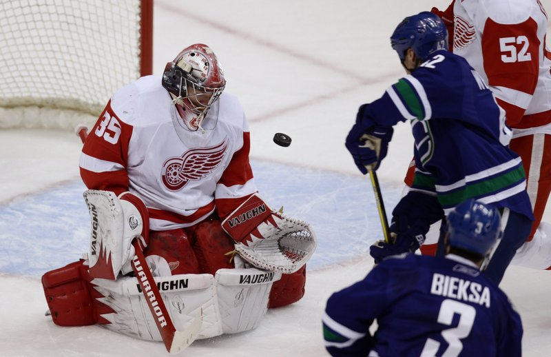 Former UMaine goalie Jimmy Howard has emerged as a front runner for the Calder Trophy as the NHL's top rookie while fueling Detroit's late-season push for a 19th consecutive playoff appearance.