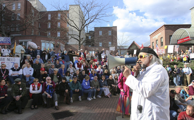 Gary Dunn of the Tea Party Express speaks to a crowd in Concord, N.H. on Tuesday.