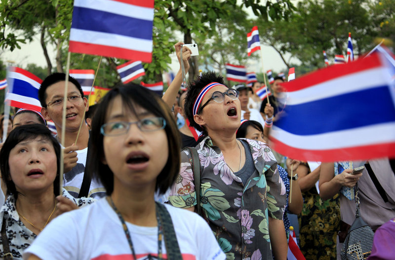 Pro-government supporters rally and sing songs on Saturday in Bangkok, to counter the action of the Red Shirts.