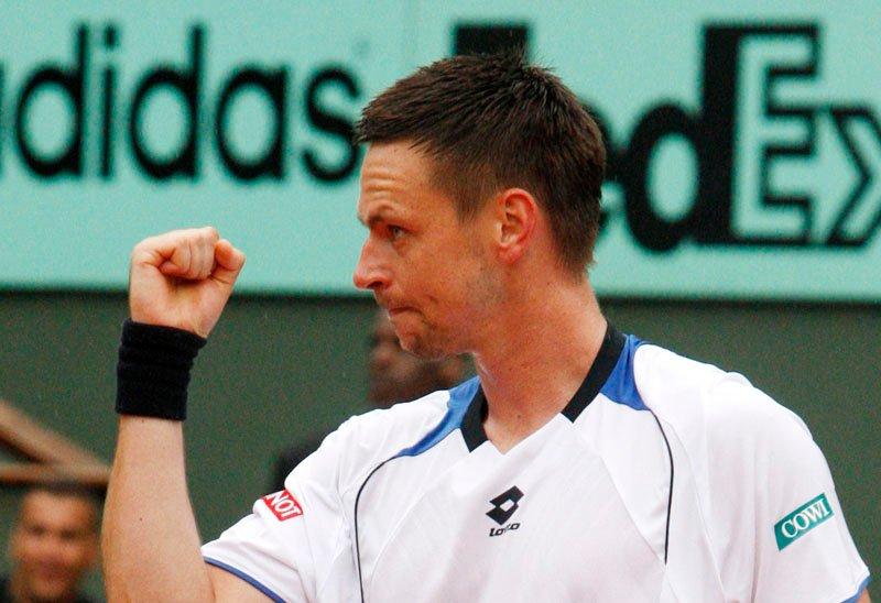 Sweden's Robin Soderling reacts as he defeats defending champion Switzerland's Roger Federer during their quarterfinal match of the French Open tennis tournament in Paris today.