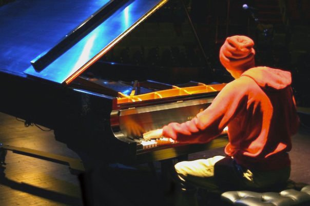 Pianist Jesse Lynch and the 86 Ensemble will go out on a creative limb tonight, inviting the audience to join in a musical improv,