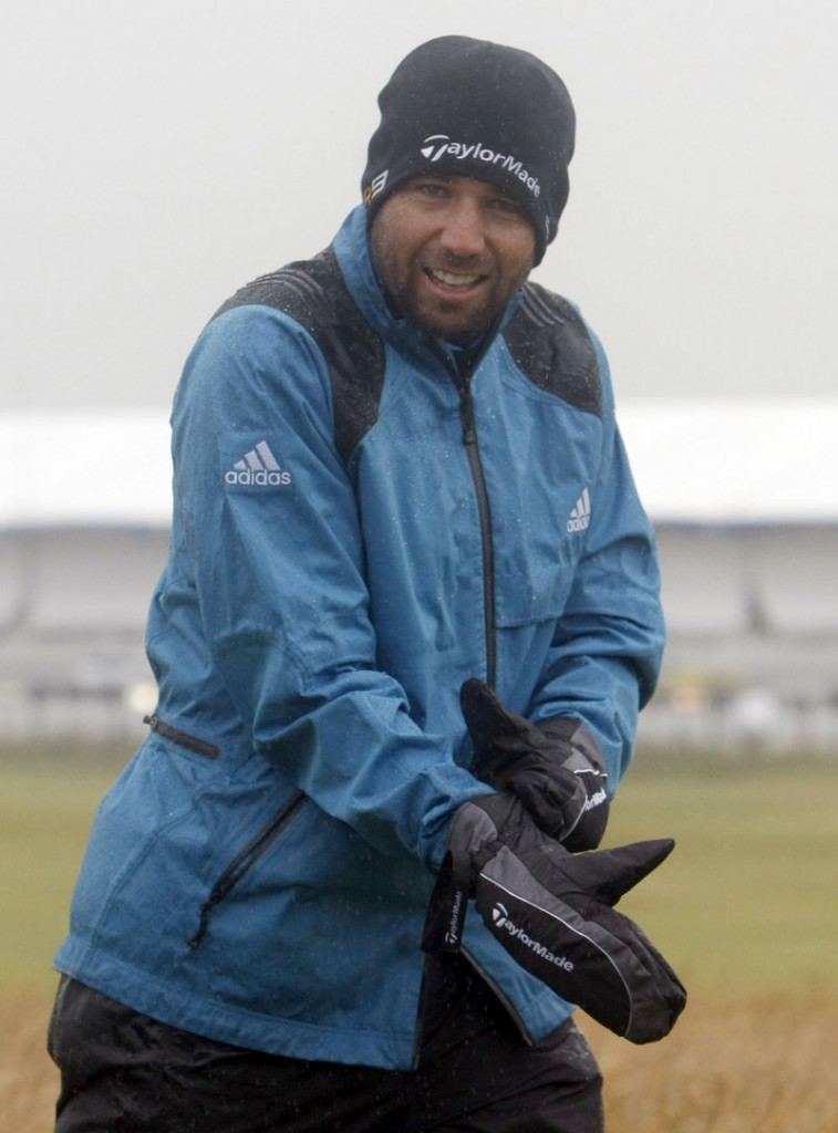 A fine day for golf ... if you're a Scotsman, that is. But pelting rains force Spain's Sergio Garcia to resort to mittens on his practice round.
