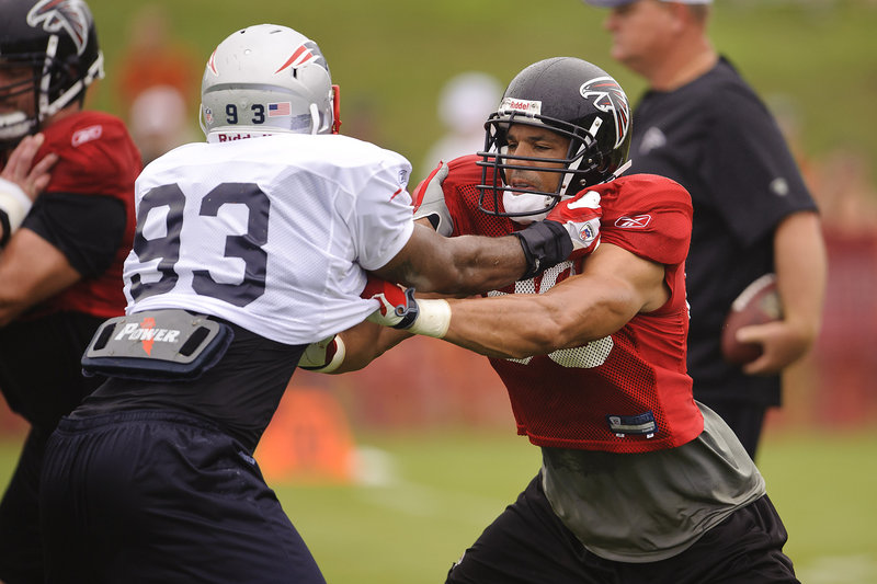 Marques Murrell, left, of the Patriots tangles with Tony Gonzalez of the Atlanta Falcons during a combined practice Tuesday. The teams will meet in an exhibition Thursday night.