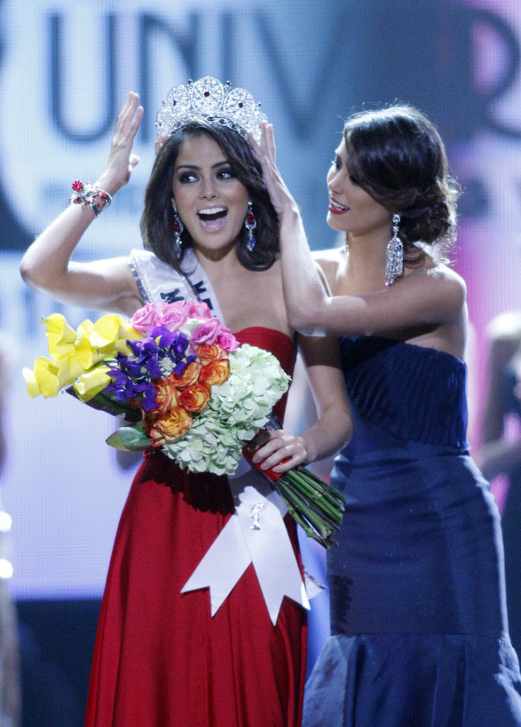 Miss Mexico Jimena Navarrete is crowned Miss Universe 2010 by Stefania Fernandez during the Miss Universe pageant Monday in Las Vegas.