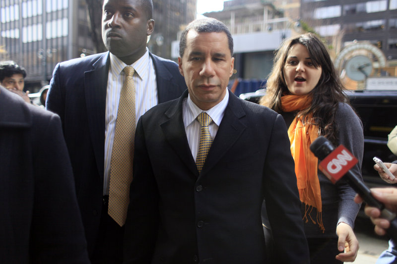 """On """"Saturday Night Live,"""" New York Gov. David Paterson made fun of show cast members and his job."""