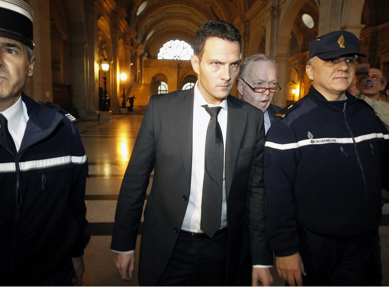 Jerome Kerviel, 33, center, accompanied by his lawyer, Olivier Metzner, arrives at the Paris courthouse on Tuesday.