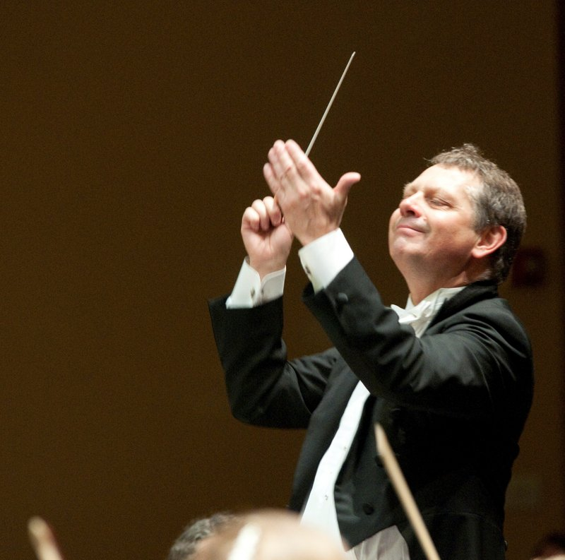 Music director Rohan Smith leads the Midcoast Symphony in its season-opening concerts.